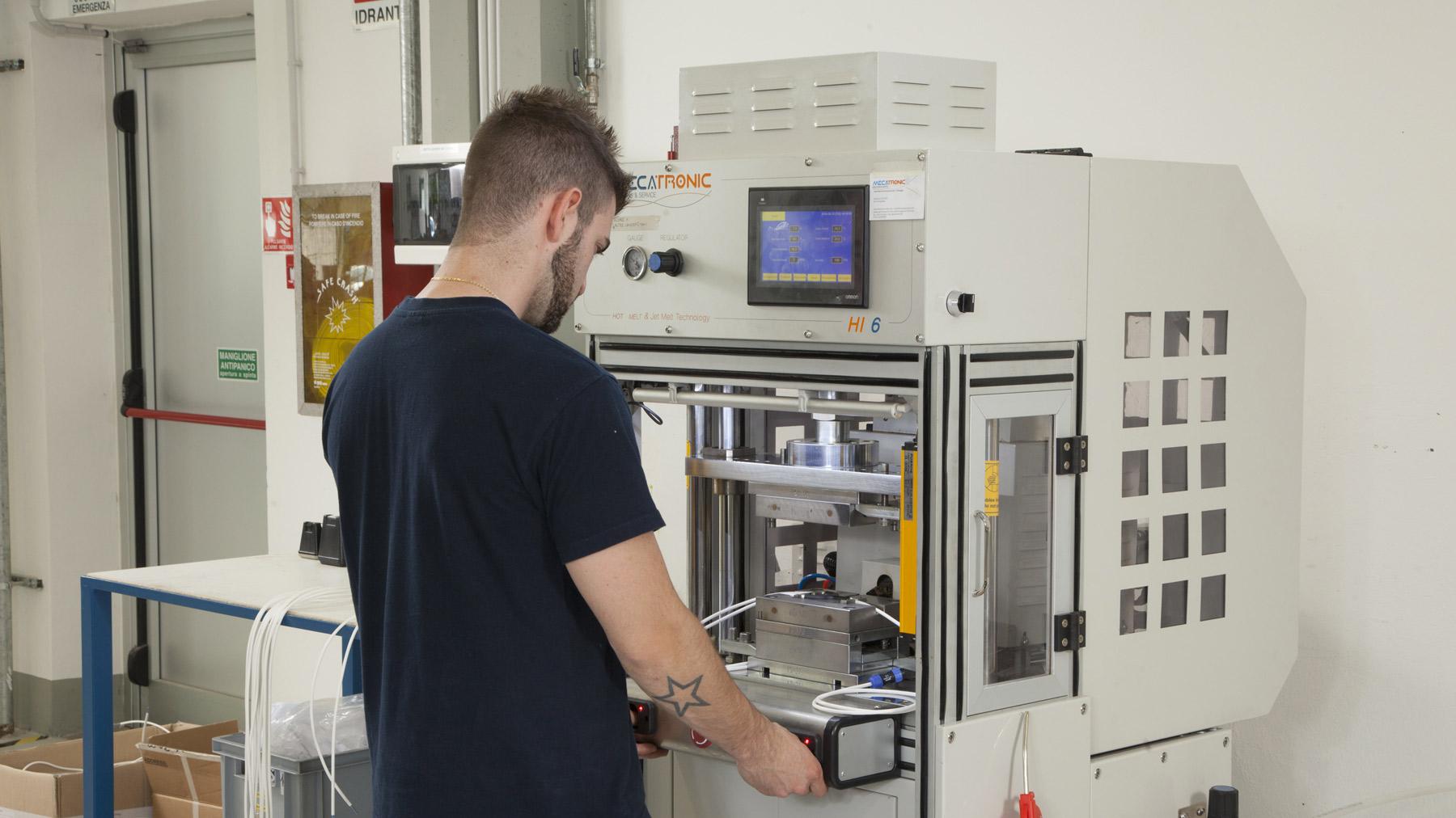 stampaggio a bassa pressione hot melt slide1